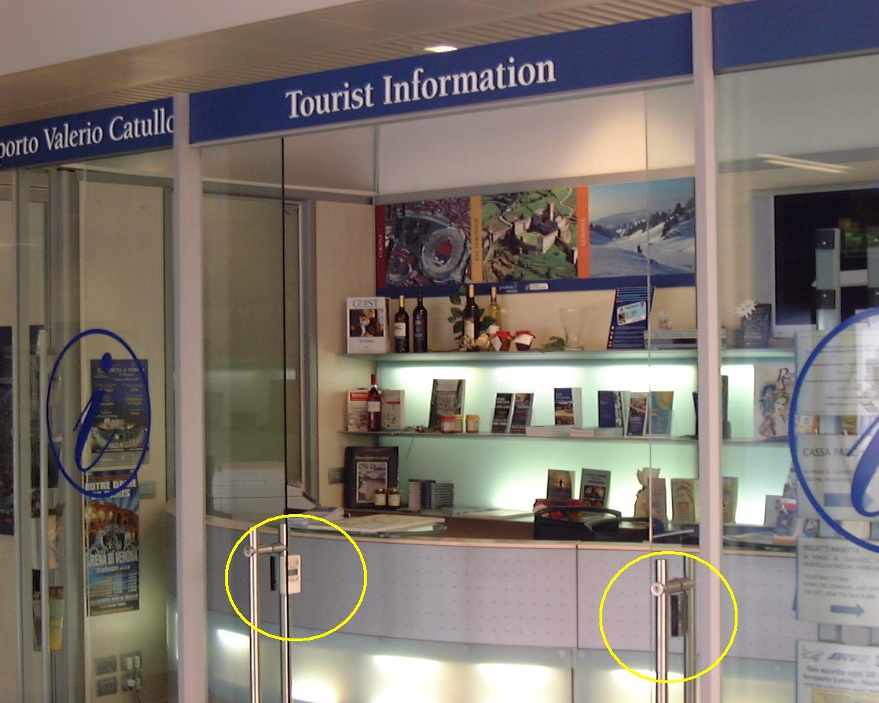 contapersone per il punto informativo - IAT - a Verona Aeroporto Catullo