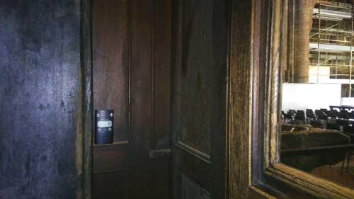 Contapersone a raggi infrarossi all'entrata del Duomo di Modena